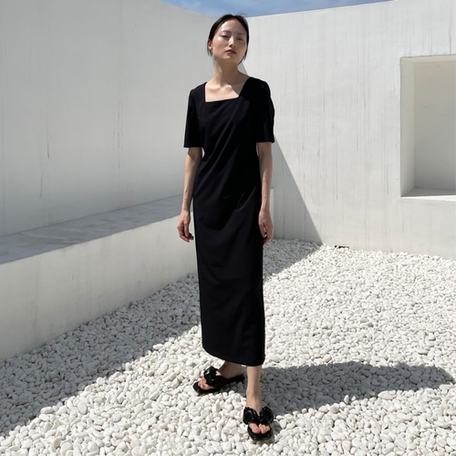 [노타] SQUARE NECK SLIM DRESS BLACK